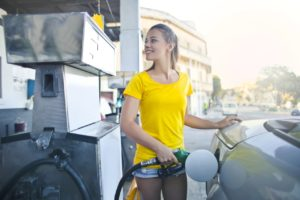 lady refueling car