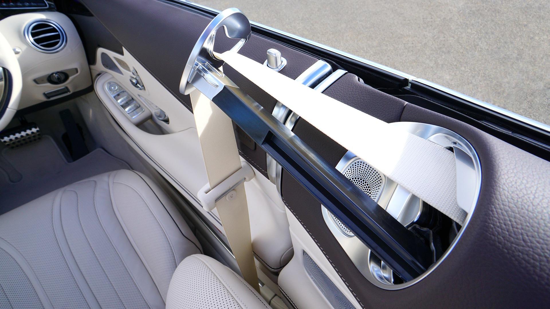 mercedes seat belt